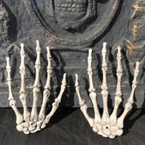 Un paire de Halloween squelette mains accessoires de décoration de maison hantée, taille: 15,5 x 10 cm SH6360395-20