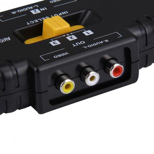 AV-33 Sélecteur de signal audio-vidéo RCA AV multi-boîtiers + 3 câbles RCA, 3 entrées de groupe et 1 système de sortie de groupe (noir) SA958B945-010