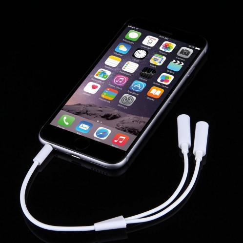 3.5mm Mâle à 2 Femelle Prise Jack Câble Audio Stéréo pour iPhone 6S & 6S Plus & 6 & 6 Plus & 5, iPad Air 2 & Air, Samsung, iPod Portable, MP3, Longueur: 24cm (Blanc) S3564W603-04